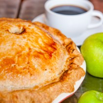 Classic Apple Pie & Coffee
